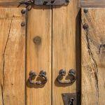 Hardware detail of custom double gate