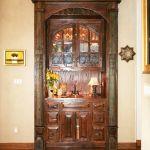 Built-in living room bar cabinet installation photo