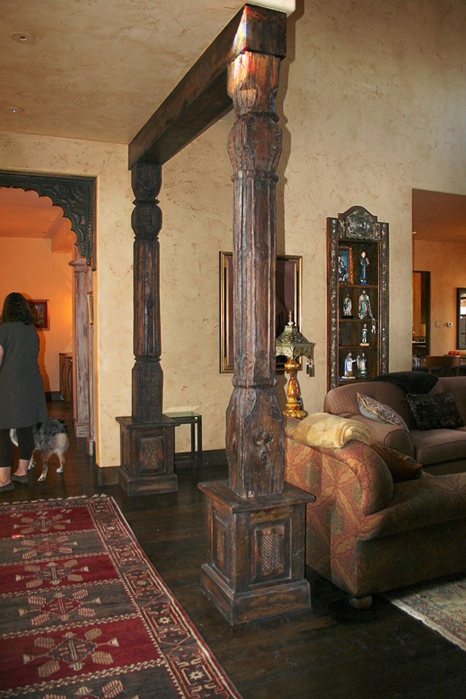 Living Room Antique Columns La Puerta Originals