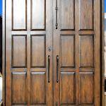 Door with swirling handle