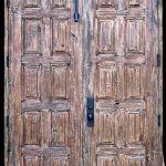 Double doors with cast headbolt