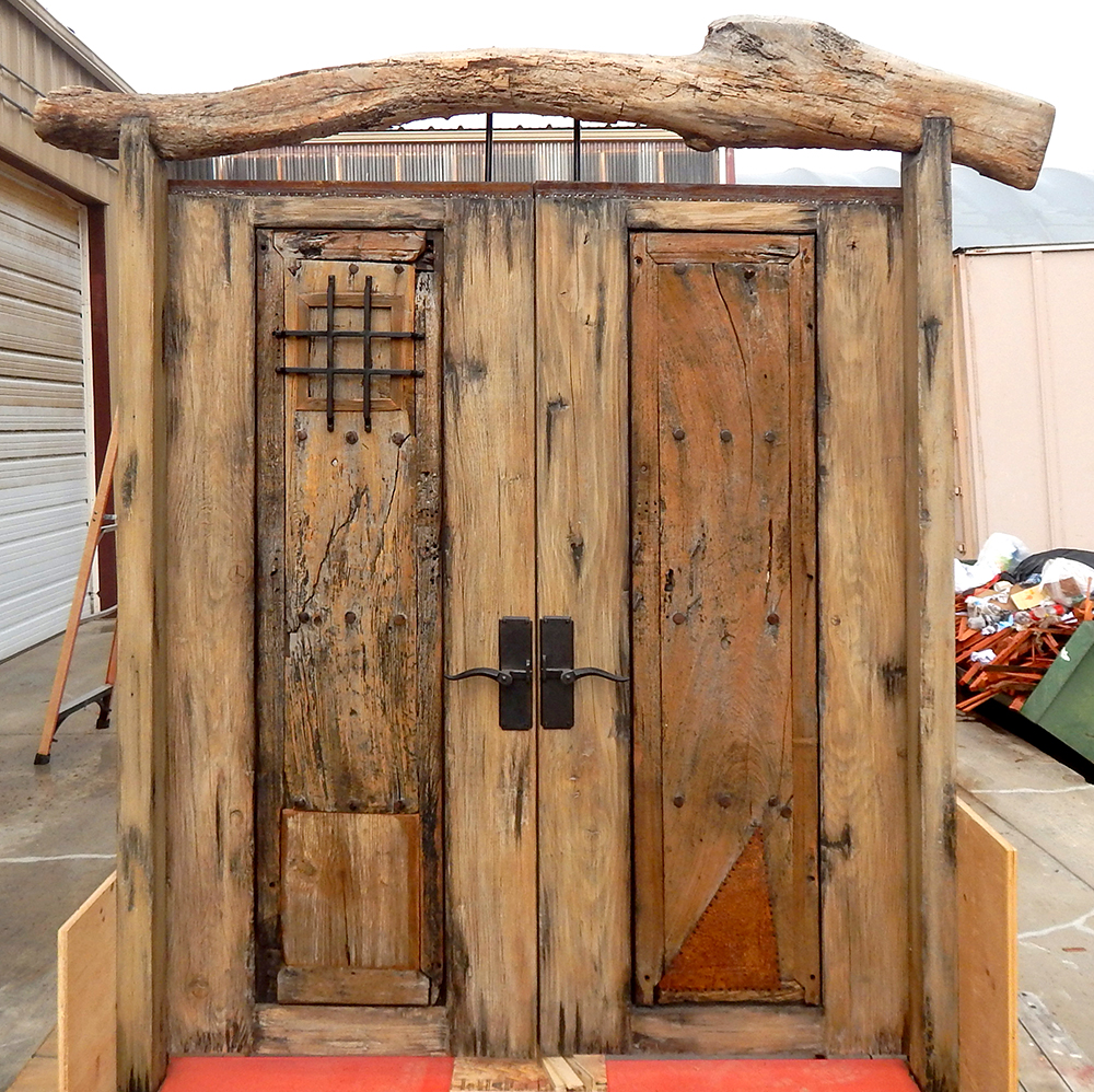 Rustic gate with header