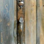 Thumb latch entry set with round key flap